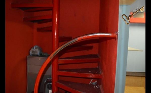 stopnišče v kletni del lokala